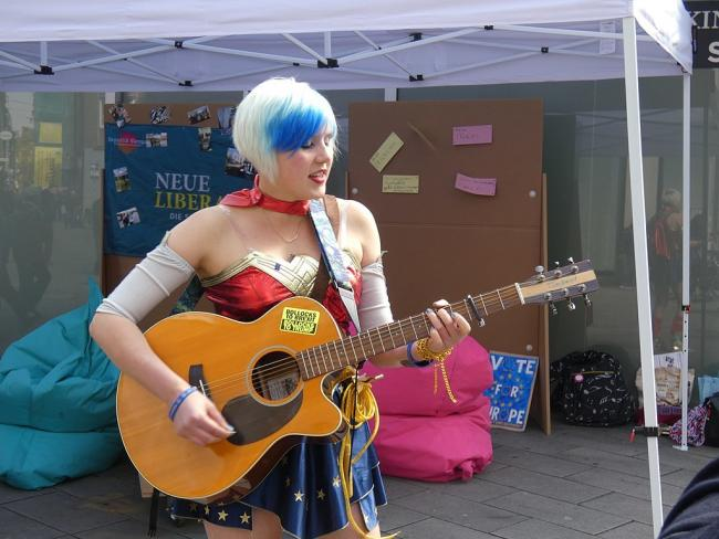 Madeleina Kay as EUsupergirl in Düsseldorf at a European Election Campaign Event of Neue Liberale. Picture via Wikipedia Commons