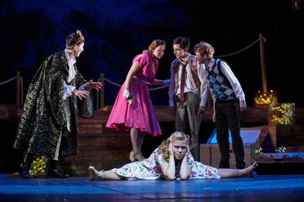From left and up: Sam Crichton (Oberon), Aisling Matthews (Helena), Will Atwood (Demetrius), Christian Longstaff (Lysander), below Illona Sell (Hermia)