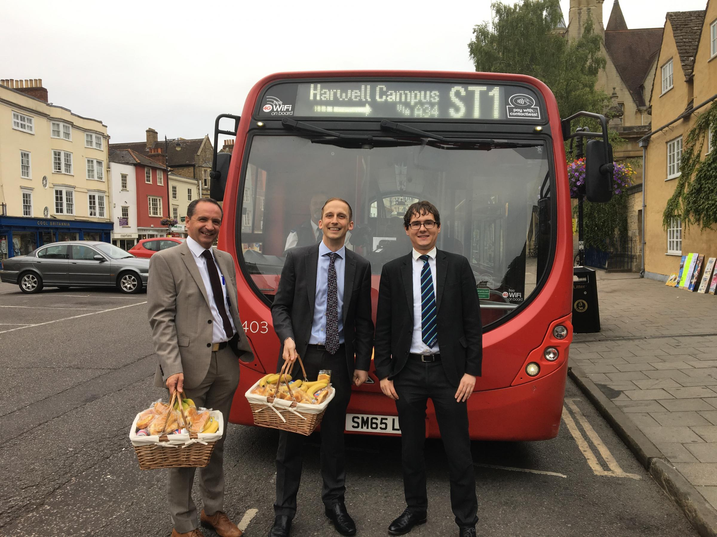 Bus service linking Oxford with Harwell science campus is launched
