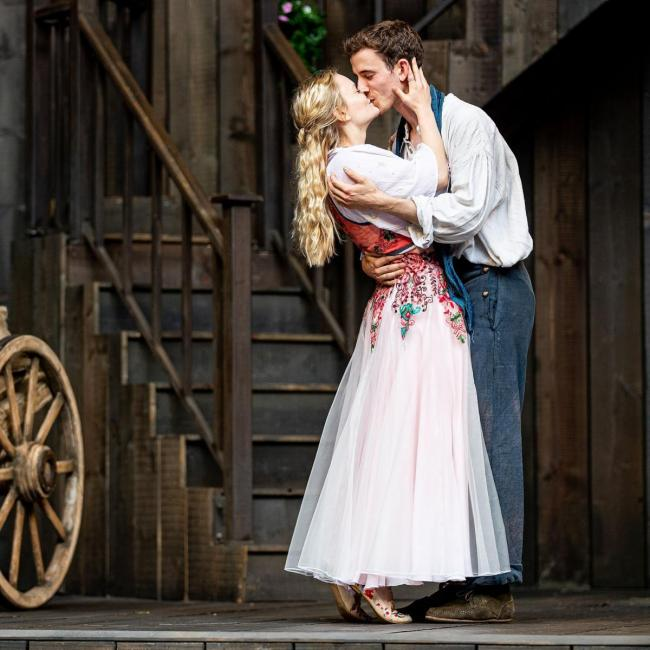 Ella Dunlop as Juliet and Emilio Iannucci as Romeo on the stage of Rose Theatre at Blenheim Palace