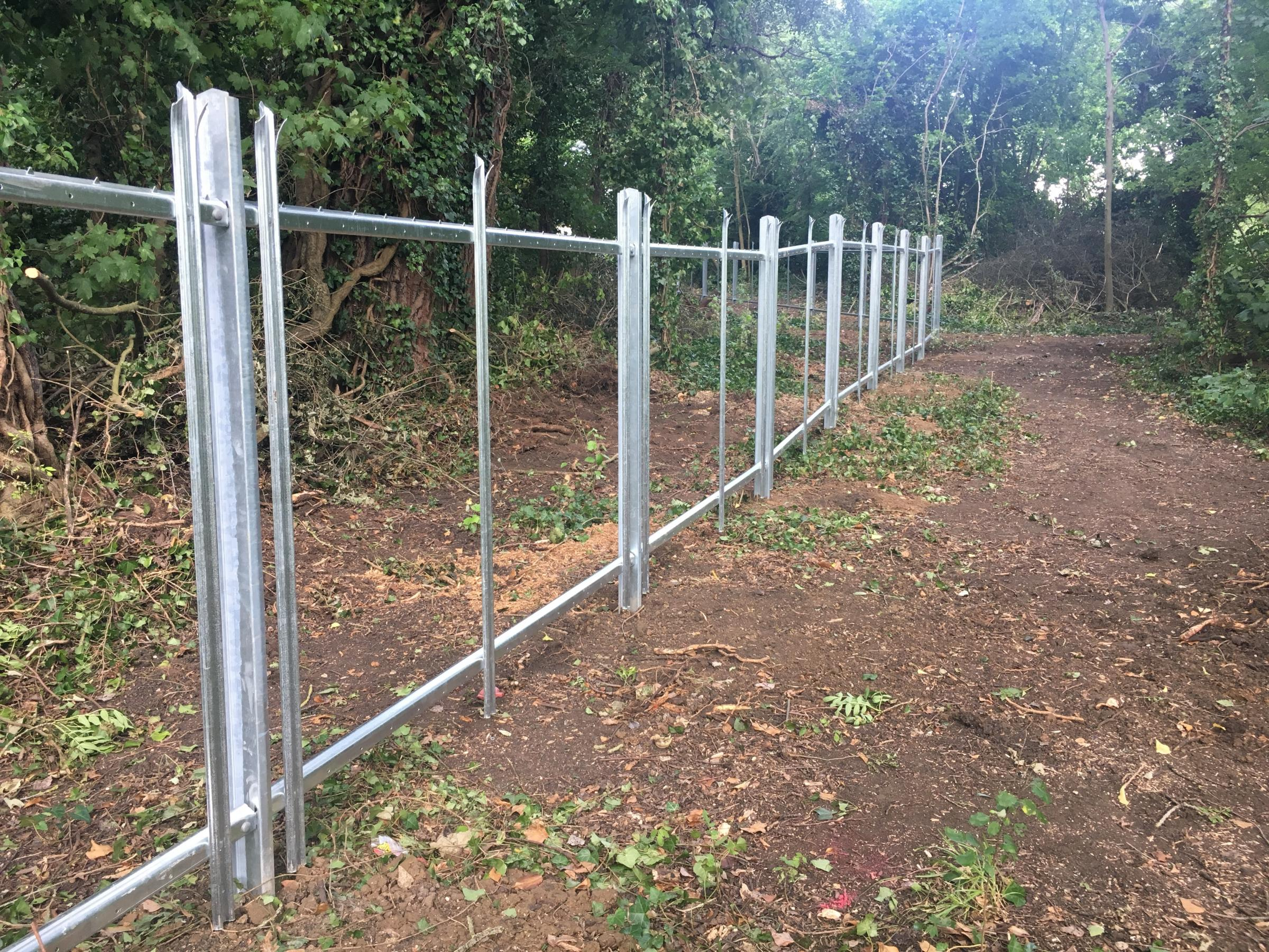 People 'shocked' by Oxford University's new fence at Rivermead Nature Park