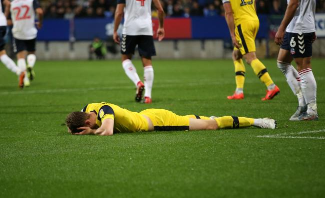 Frustration for Oxford United defender Rob Dickie as his late header goes over the bar at Bolton, but the U's were fortunate to draw 0-0Picture: Richard Parkes