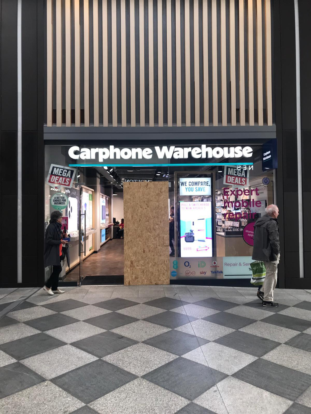 Iphone Raid At Carphone Warehouse Westgate Oxford Teens Released Oxford Mail