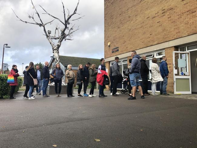 One of two queues to the polling station in Oxford Blackbird Leys Community Centre. Some voters needed to wait for over 20 minutes to cast their ballot. Records were broken in Rome, where people needed to wait for over an hour to take part in the election