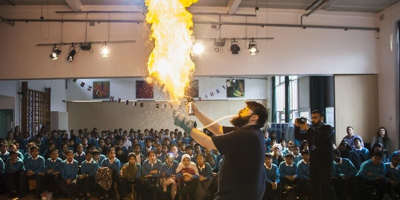 The Royal Institution holds science shows at Banbury and Bicester College this half-term