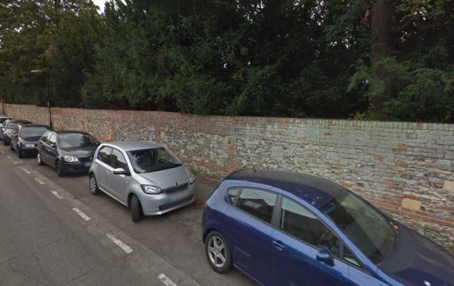 Cars parked along Thames Street, Wallingford. Picture via Google Maps