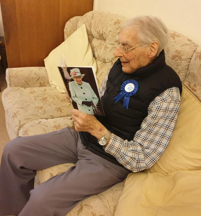 Abingdon Man Celebrates Turning 100 Years Old With Card From The Queen Oxford Mail