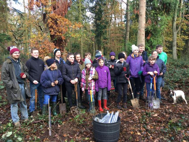 Abingdon Young Farmers Club planting trees at the Earth's Trust