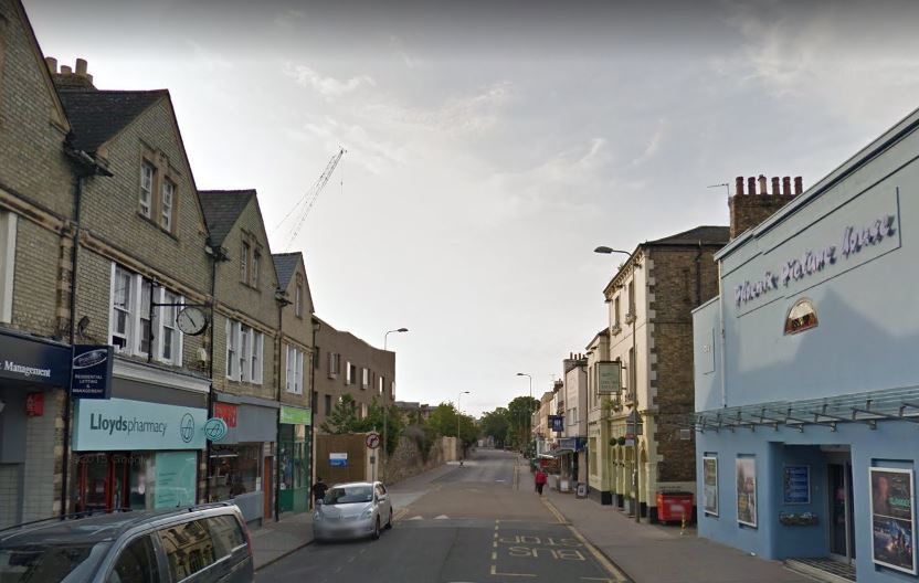 Burglars raid shops in Walton Street and Osney, Oxford