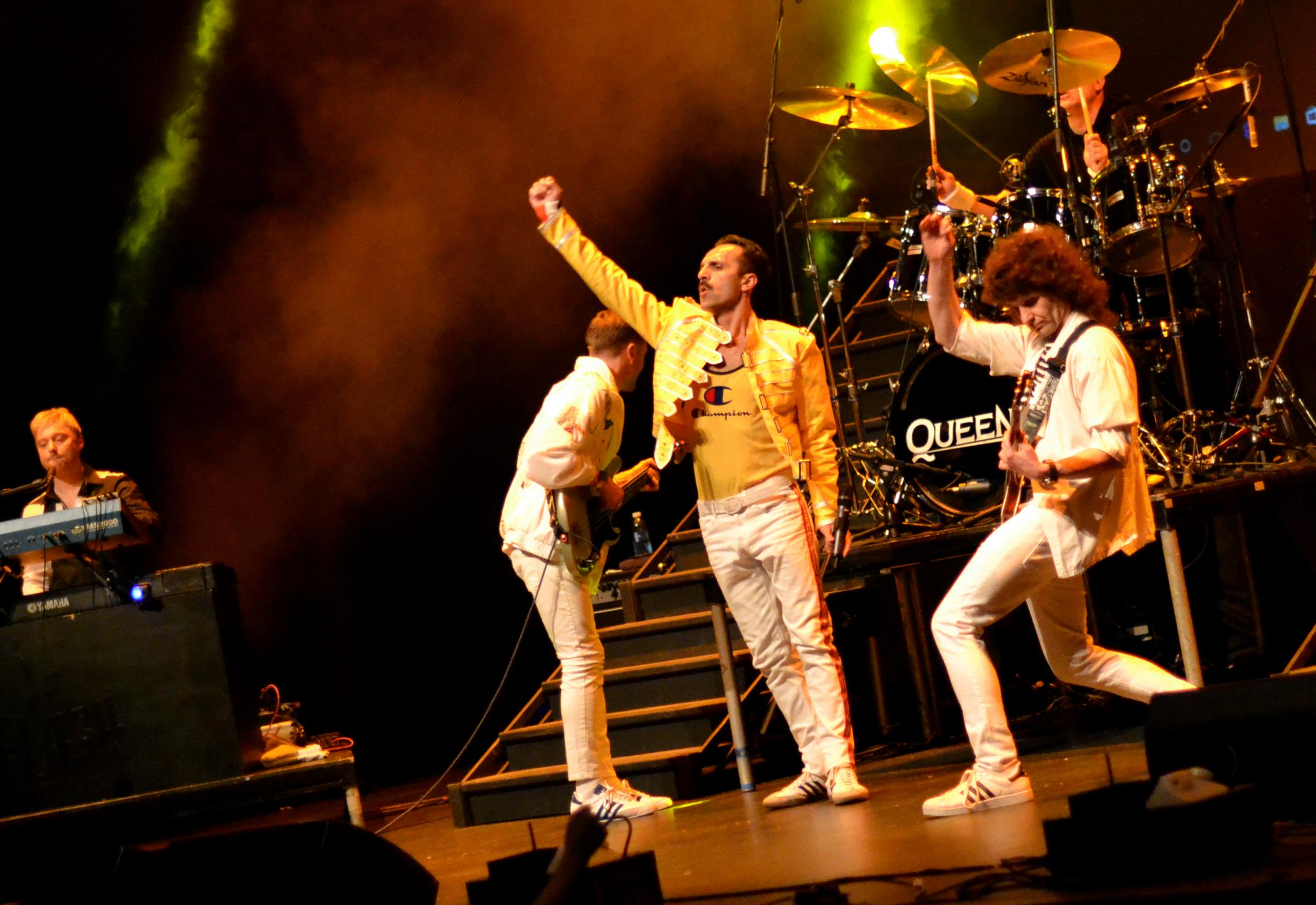 Flash - A tribute to Queen 'As close as it comes: BBC'