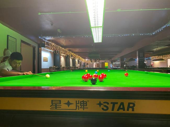 Liang Wenbo in practice at the Oracle Snooker Club in Abingdon