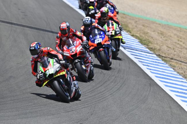 Bradley Smith leads a group of riders at the Spanish Grand Prix in Jerez   Picture: Aprilia