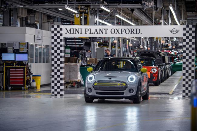 Thousands of electric Minis built in Oxford in first year of launch