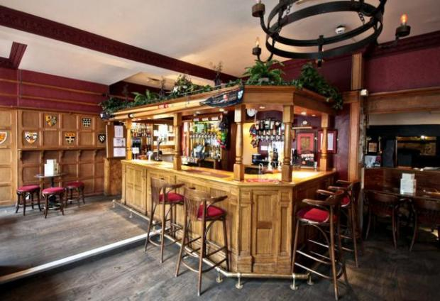 Oxford Mail: Inside The Lamb & Flag Picture: Savills/St John's College