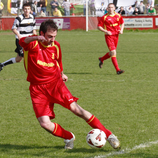 Former Banbury United winger Jon Gardner could make his away debut for Abingdon United in Saturday's trip to Uxbridge