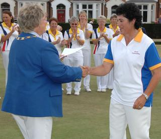 Oxfordshire's Carol Gaskins (right) receives her prize for finishing runner-up in the Women's Over 55 Singles from Bowls England president Joan Balding