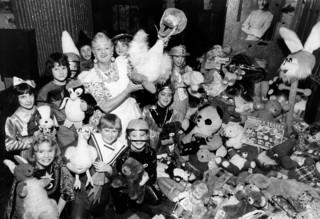 John Inman with children who enjoyed Mother Goose at the New Theatre and some of the toys donated to the Oxford Mail's appeal