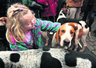 Thousands turn out for hunt meet