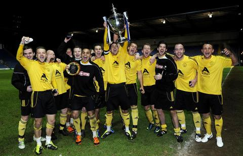 North Leigh with the trophy