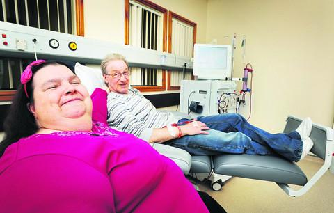 The Horton Hospital has welcomed its first patients to its new dialysis unit. Steven and Miranda Berry have campaigned for three years for the £100,000 unit. Picture: OX51586 Jon Lewis