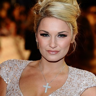 Sam Faiers has no eyelashes as she pulls them out
