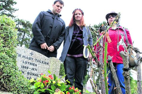 Tolkien fans pay tribute at his graveside