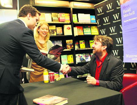 Fan George Scott meets David Mitchell