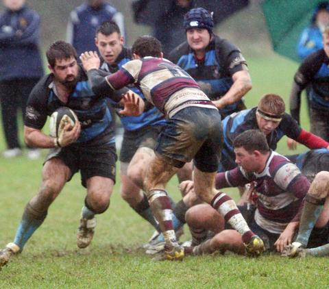 Oxford Mail: Witney lock Joe Rowles attacks against Bletchley