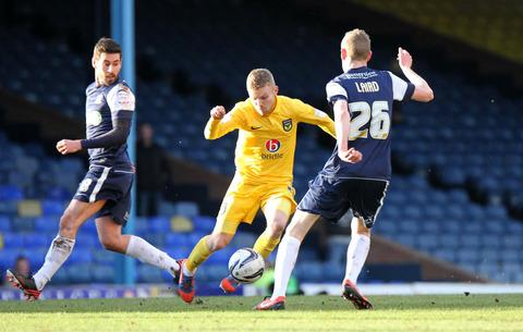 United's Alfie Potter skips through Southend's Michael Timlin (left) and Marc Laird during a first-half run