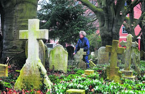Garden group co-ordinator Genefer Clark in St Sepulchre's cemetery, Jericho. Picture: OX57204 Jon Lewis