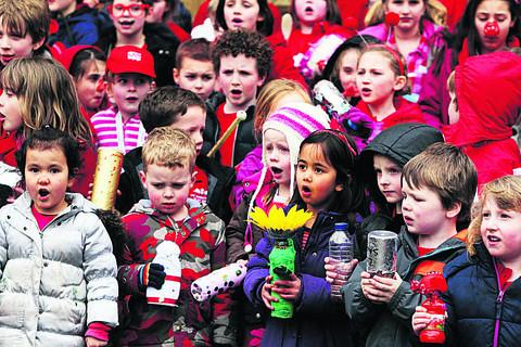 Children from Woodstock Primary School take part in a Shake, Rattle and Stroll event outside the town hall. Picture: OX58003 Ed Nix