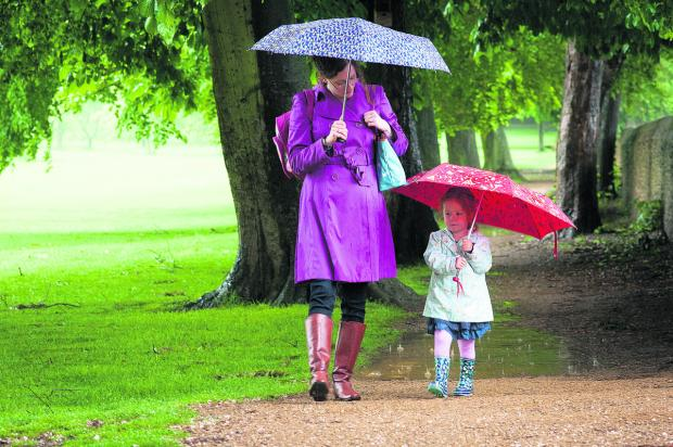 Heavy rain forecast tonight as Met Office issues warning for Oxfordshire (stock image)