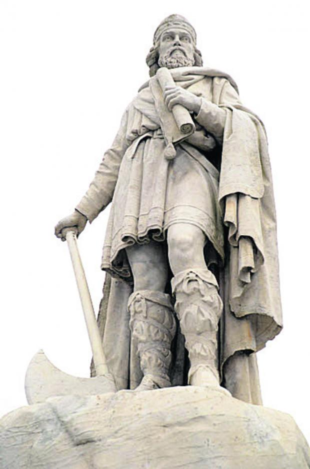Oxford Mail: King Alfred's statue in Wantage
