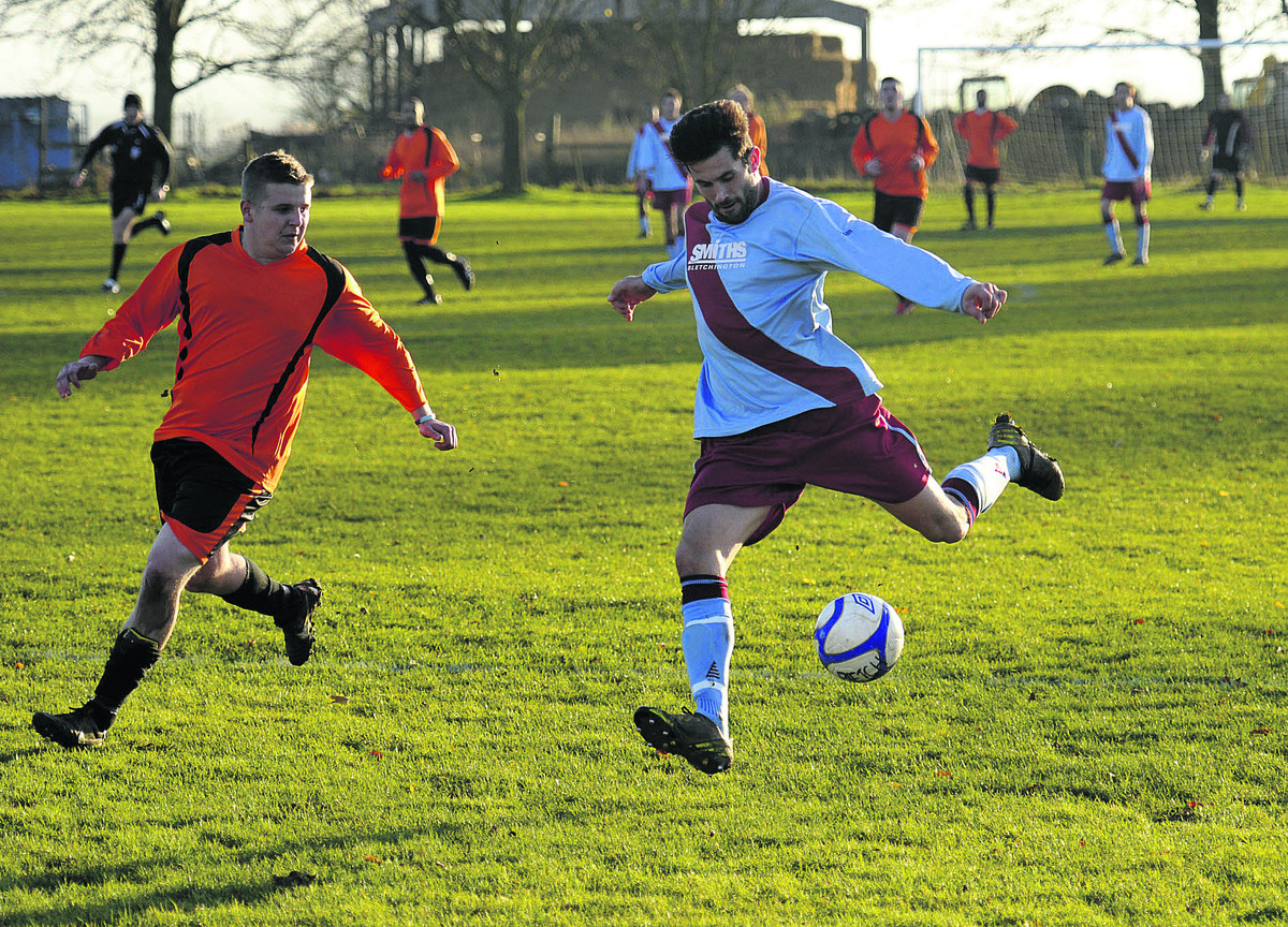 Bletchingdon's Ben Foster lines up a shot on the 2-