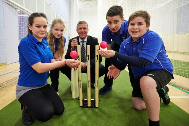 Alec Stewart (centre) 'keeps wicket' alongside pupils (from left) Bethany Lovegrove, Samanta Mitenberga, Liam Smith and Brandon Campbell during the Clydesdale Bank Ambassador session at The Oxford Academy