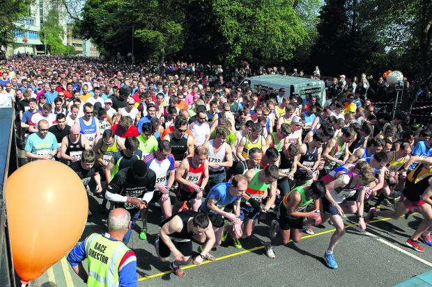 Oxford Mail: Action from the start of last year's race.  Pictures:OX59038 Ric Mellis