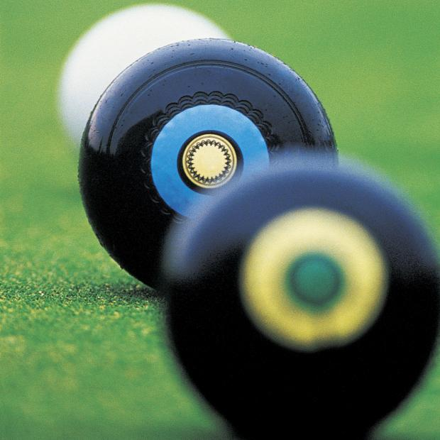 Oxford Mail: BOWLS: County's men cruise home