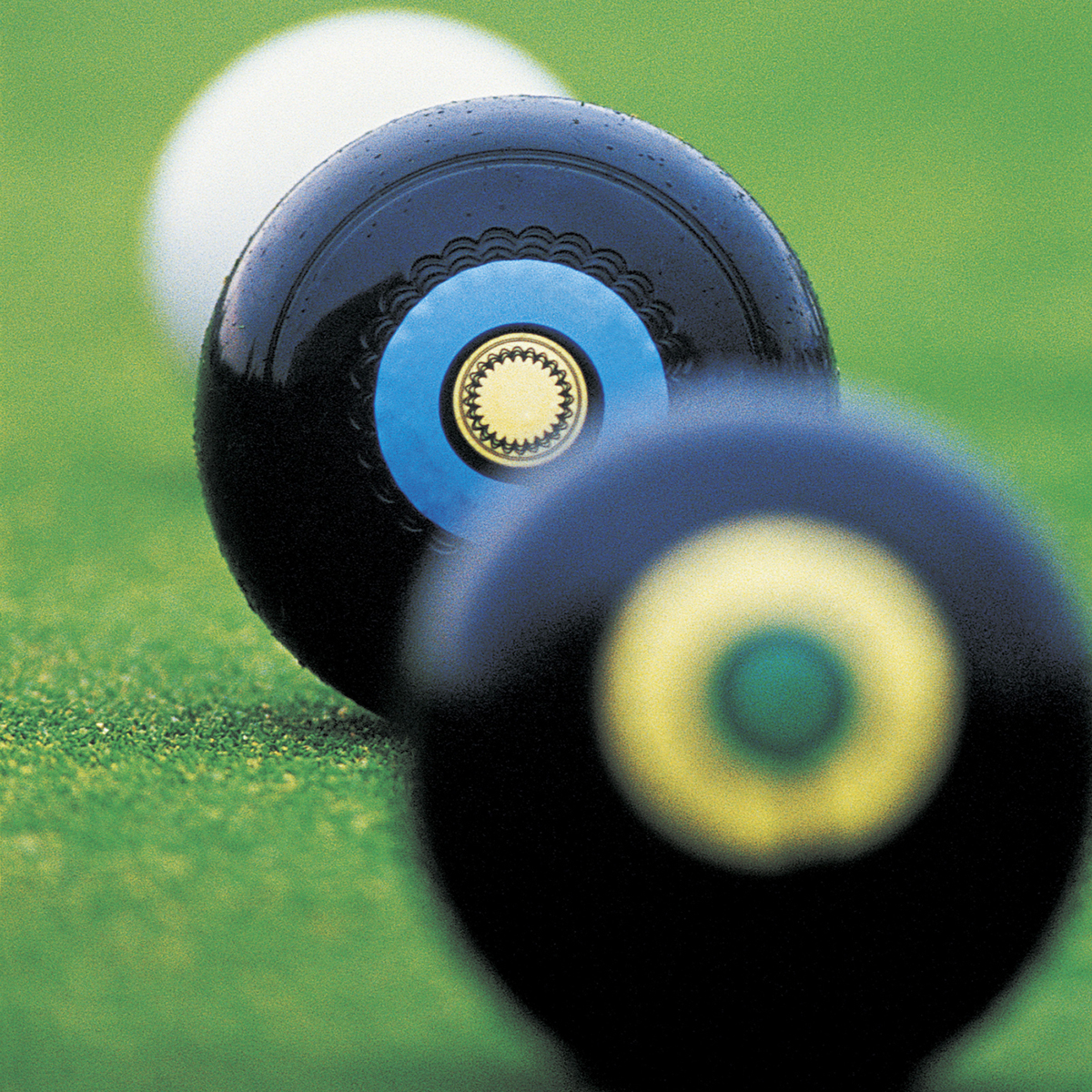 BOWLS: Central duo go storming on in pairs