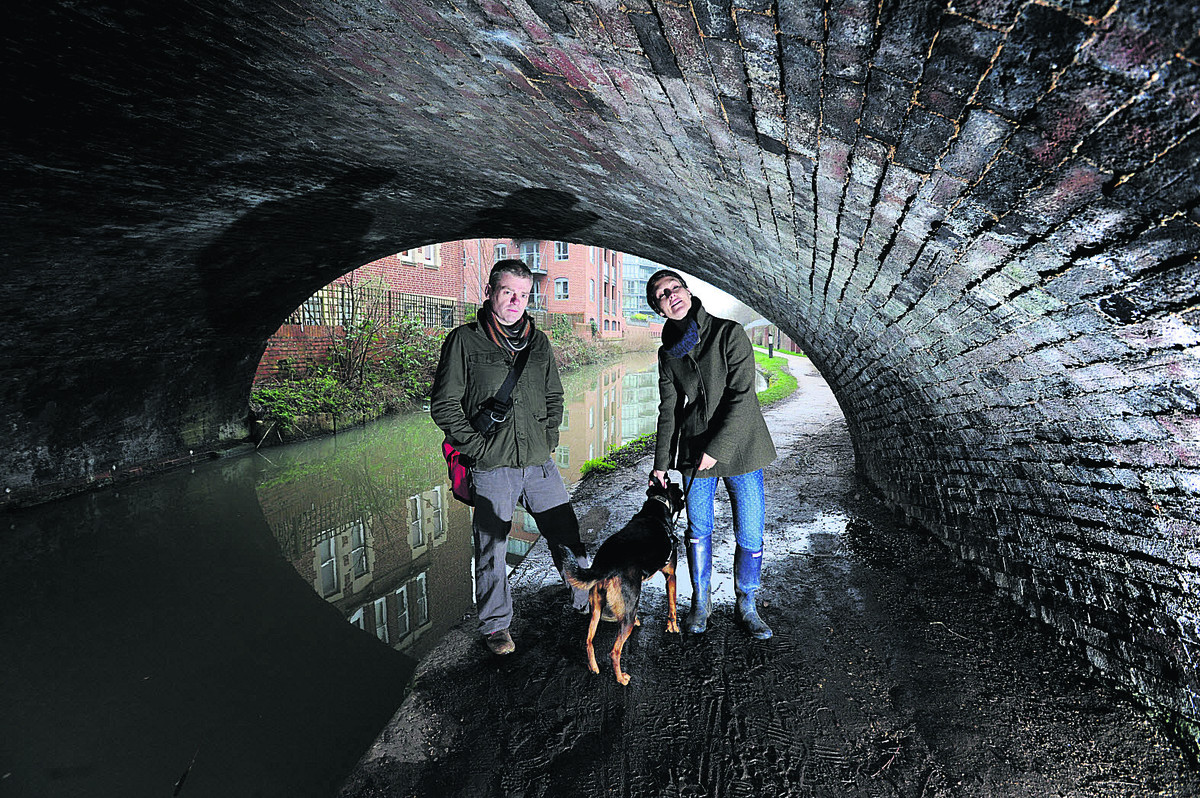 Authors Mark Haddon and Katie Baxendale pictured on the Oxford Canal towpath. Picture: OX64944 Jon Lewis
