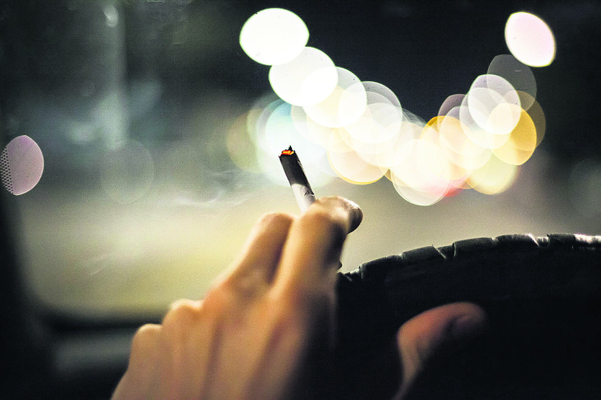 Should it be a criminal offence to smoke in a car with a child present?