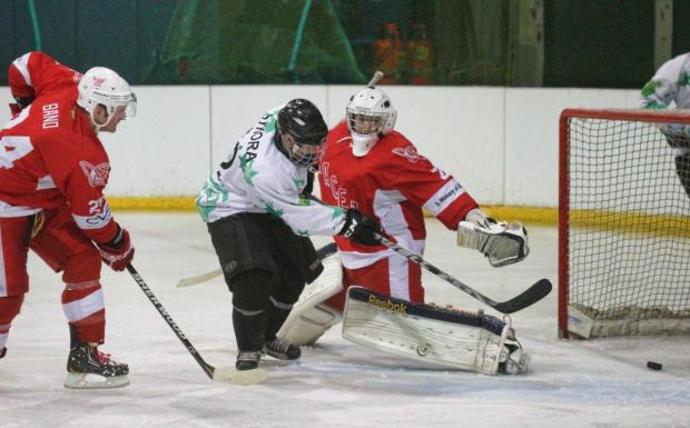 Oxford City Stars' Jeff Sykora (centre) slots the puck past the netminder, reducing the deficit to 4-3