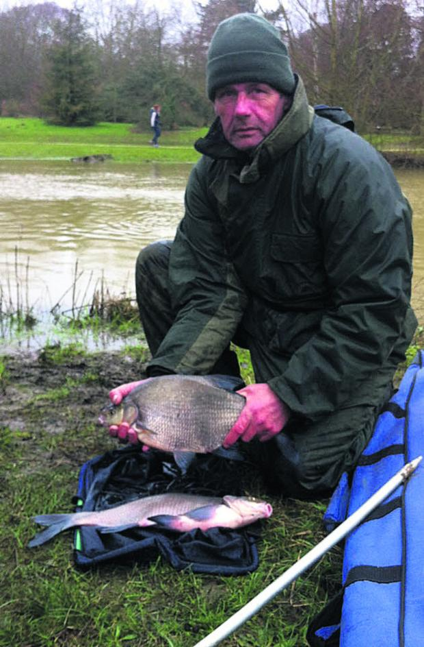 Oxford Mail: Steve Tomkins with his winning bream