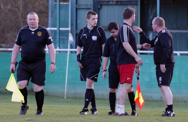 Oxford Mail: AFC Hinksey manager Kevin McMahon (right) verbally attacks referee Craig Boyles (second left) at the final whistle before being red-carded for foul and abusive language