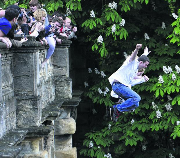 Oxford Mail: Magdalen Bridge jumpers