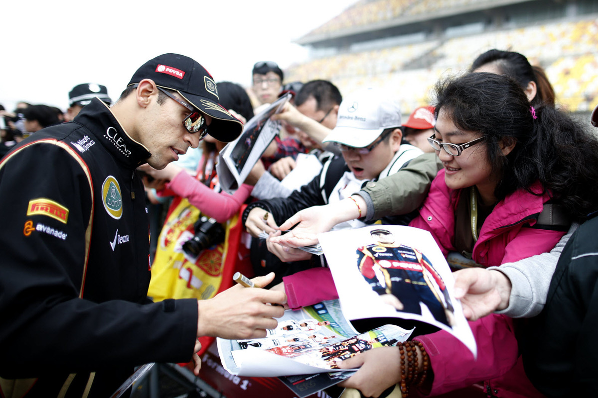 Lotus driver Pastor Maldonado signs autographs at the Shanghai International Circuit