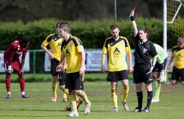 Oxford Mail: Referee Sian Piret sends off North Leigh's Wayne Turk