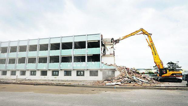 DEMOLITION JOB: One of the large office blocks alongside the Eastern bypass at the BMW car plant in Cowley is pulled down