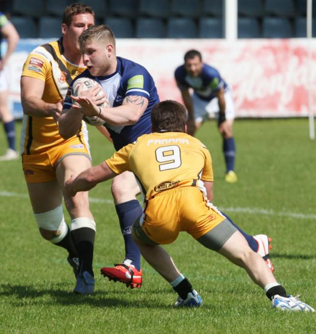 Oxford Mail: Alex Thompson on the way to one of his two tries for Oxford