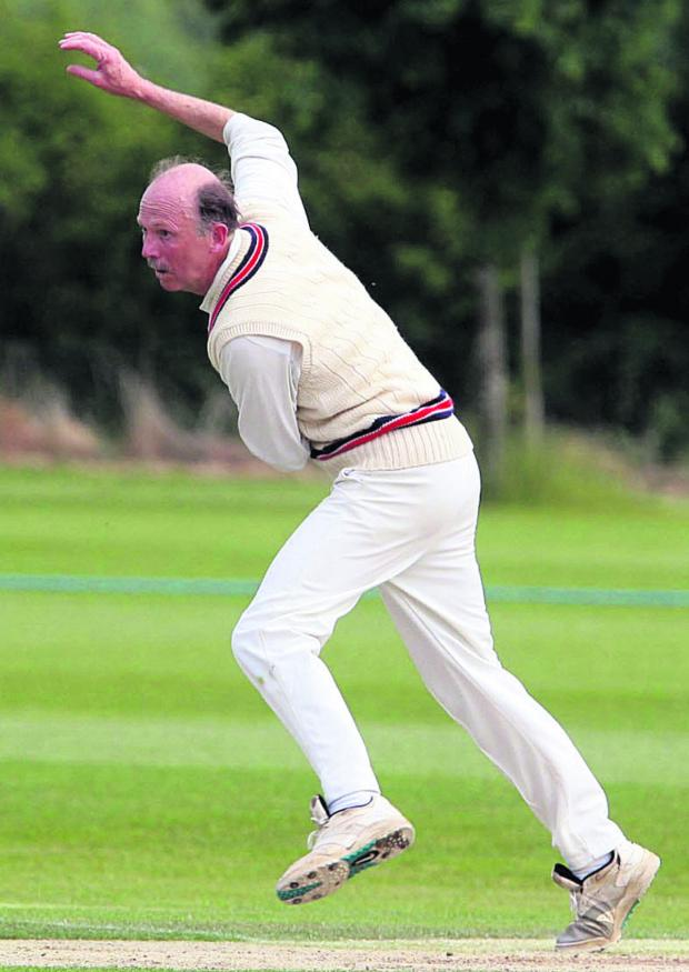 Oxford Mail: Ian Curtis took three wickets for Oxfordshire