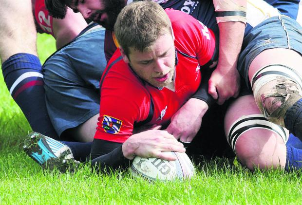 Oxford Mail: Guy Nicholl touches down for Oxfordshire's second try